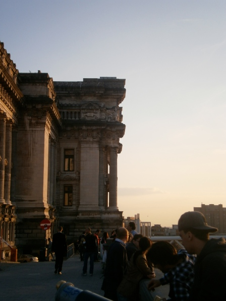 Palais de la Justice. The construction is to the left, but outta sight, outta mind.